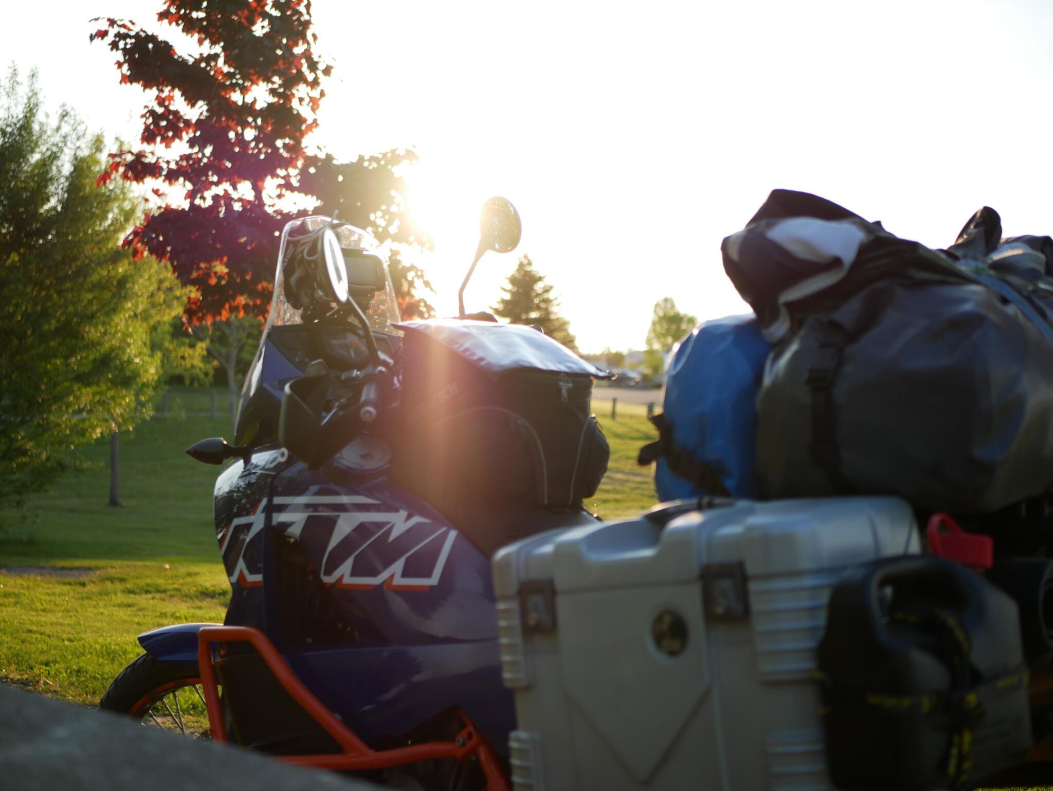 KTM bei Sonnenuntergang