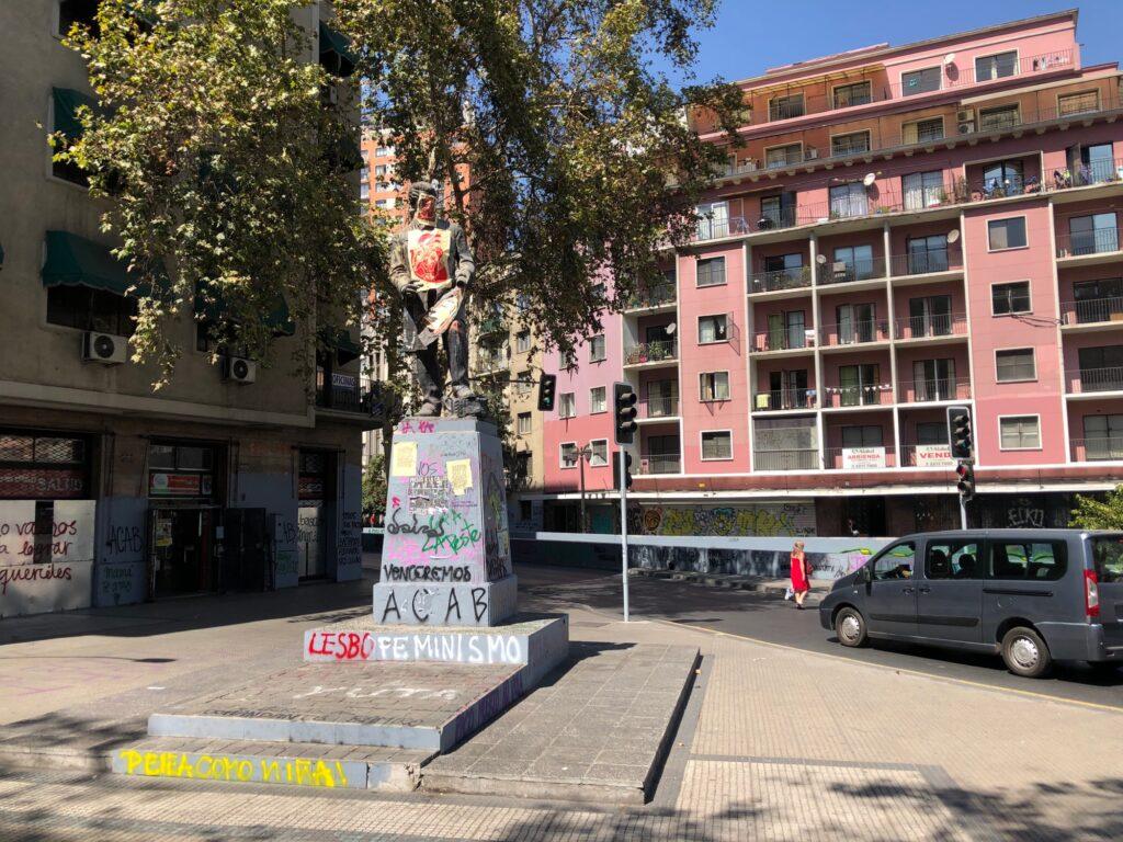Graffiti auf Statue