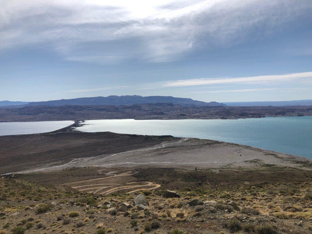 Blick vom Berg zurück auf den Lago Posados