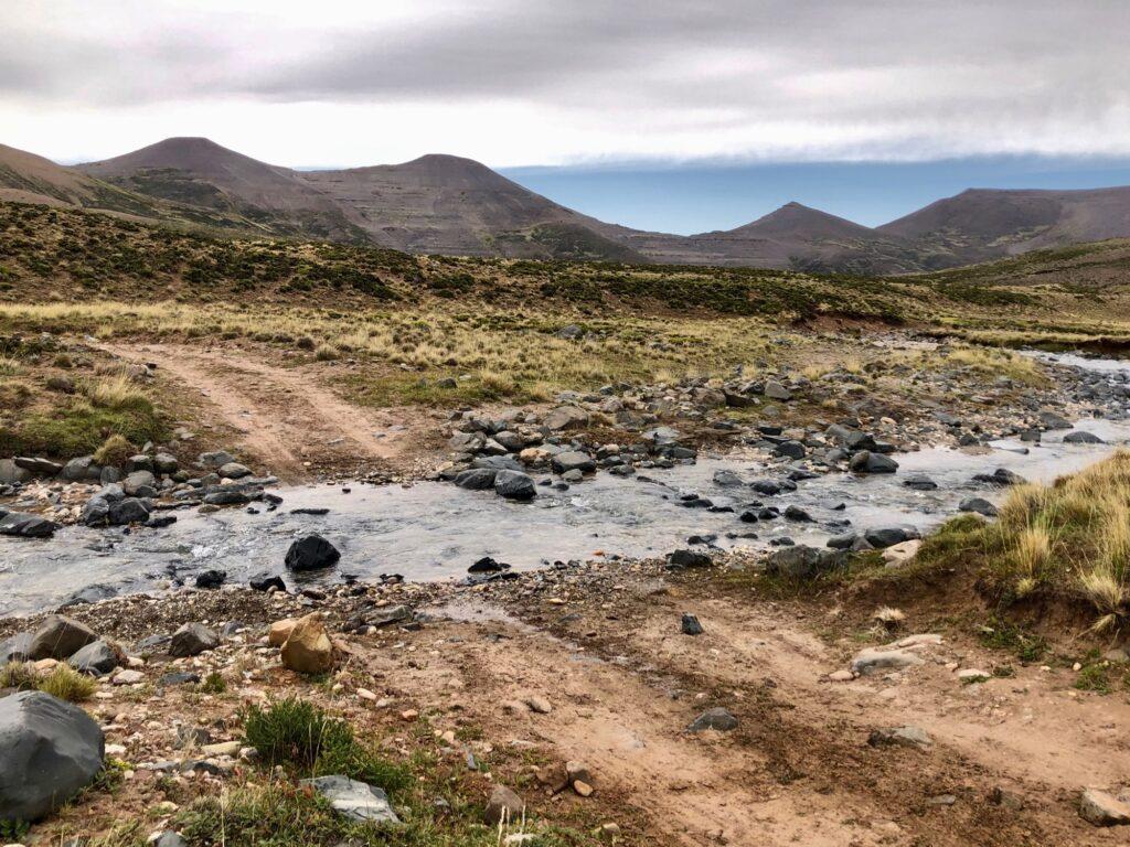 Kleine Wasserdurchfahrt auf der Ruta 41